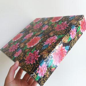 Красивая подарочная коробка для салюта живых бабочек
