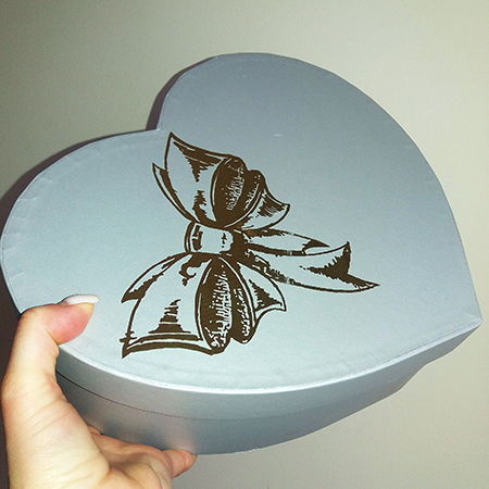 Коробочка в форме сердца для подарка с живыми бабочками