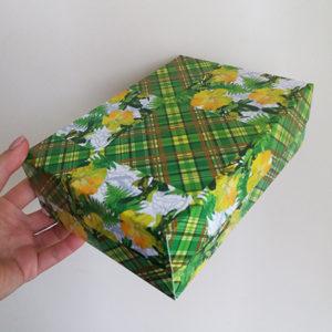 Коробка картонная для нескольких живых бабочек