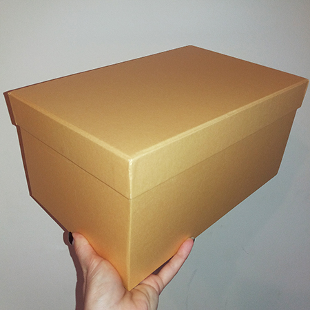 Прямоугольная золотая коробка для бабочек