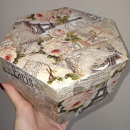 Шестигранная коробка для живых бабочек
