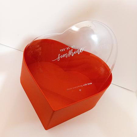 Коробка сердце красное с прозрачной крышкой для живых бабочек