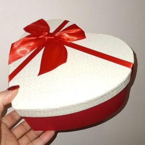 Коробка в форме сердца с бантом